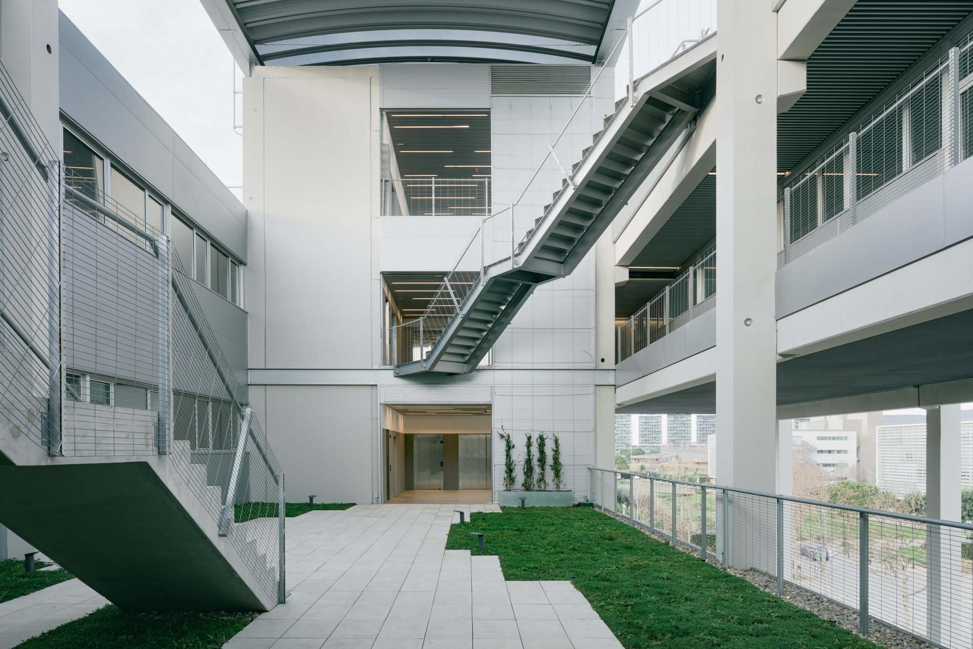 La pintura biosostenible TITANPRO P-80N contribuye a la economía circular y sostenibilidad del edificio Gonsi Sócrates
